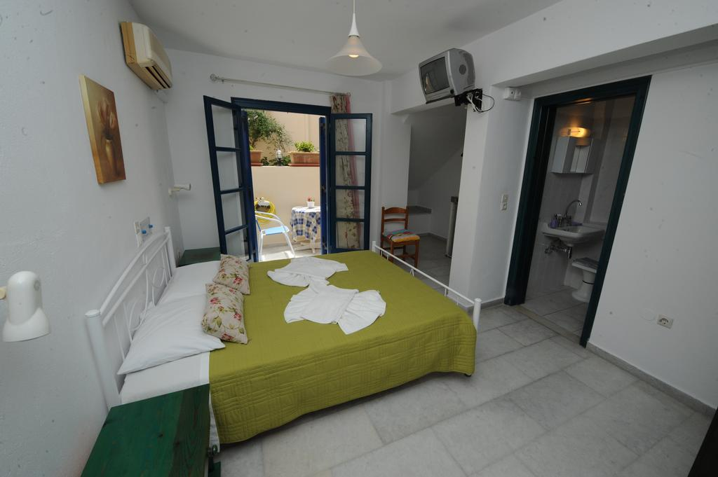 studios-naxos-irene-Semi-basement double room