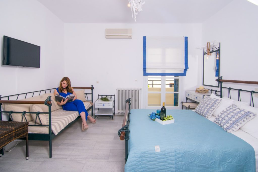 studios-naxos-Double room with a sofa bed-terrafos1